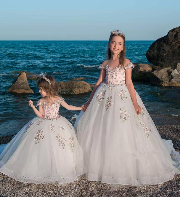 Princess Ivory Puffy Tulle Flower Girls Dresses Appliques Beading Sheer Neck Ball Gown Girls Pageant Gowns Birthday Party DressPrincess Ivory Puffy Tulle Flower Girls Dresses Appliques Beading Sheer Neck Ball Gown Girls Pageant Gowns Birthday Party Dress
