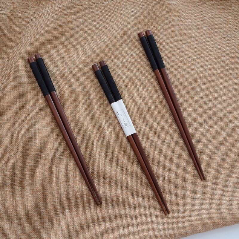 1Pair Non Slip Chopsticks Portable Wooden Travel Chopsticks Japanese Chopsticks Hashi Sushi Chinese Chop Sticks Tableware Dinner in Chopsticks from Home Garden
