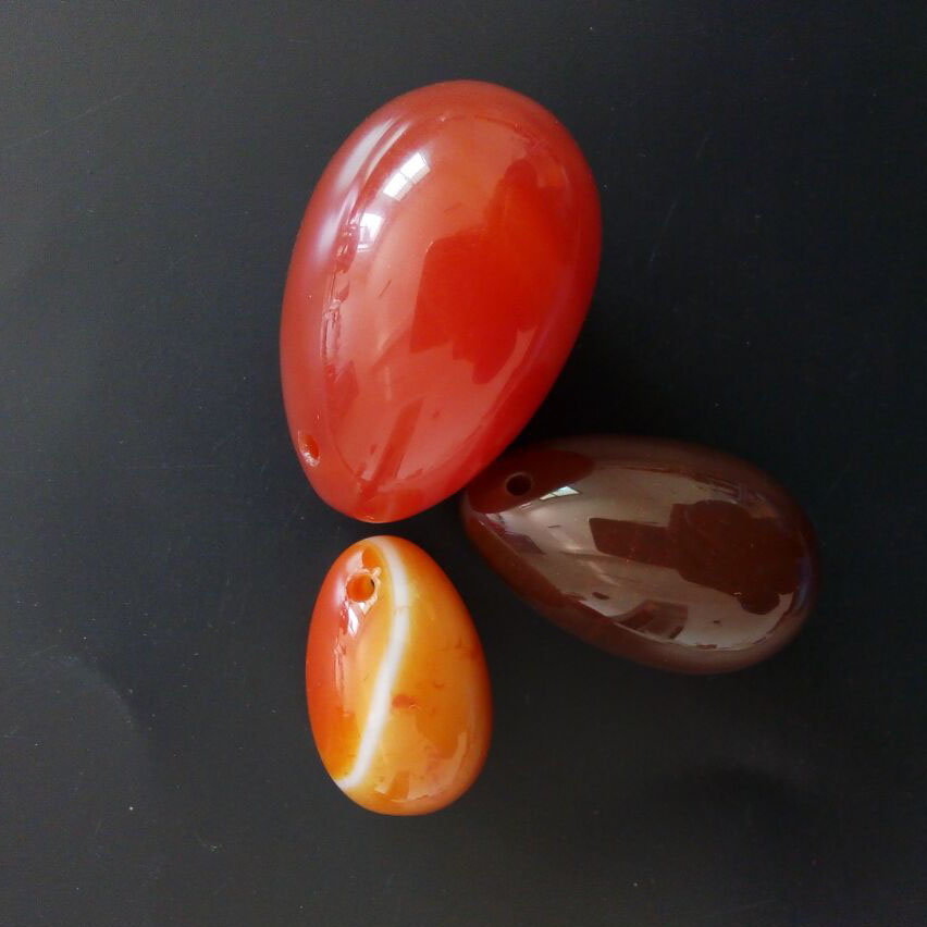 45mm*30mm 40mm*25mm and 30mm*20mm Jade Eggs Drilled Natural Carnelian Egg red agate Yoni Egg for Kegel Exercise Health Care jade egg natural unakite yoni egg crystal sphere for kegel exercise pelvic floor muscle vaginal exercise ben wa ball