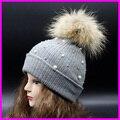 Зимние Женские Трикотажные Шапочки С Перлы 100% Реального Енота 15 см Меховым Помпоном Шляпы Для Женщин Крючком Hat