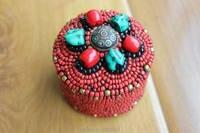 BX137 Tibétain Bijoux Cousu Main Turquoise Rouge Mini Boîte à Bijoux De Perles À La Main Népal 7 cm Ronde Bijoux Gardien