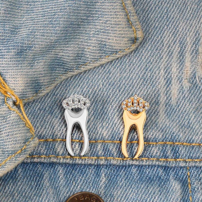 Lucido Oro Argento Dente Spille Con Il Cristallo Medico spilla Pulsante Distintivo Giubbotti jeans Risvolto Spilli Per Medico Infermiere del Regalo Dei Monili