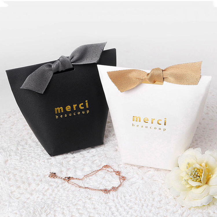 50pcs/lot Merci Black And White  Pillow Box Foil Gold Ribbon Bow Present Carton Pouch Kraft Box Gift Boxes Wedding Party Supply