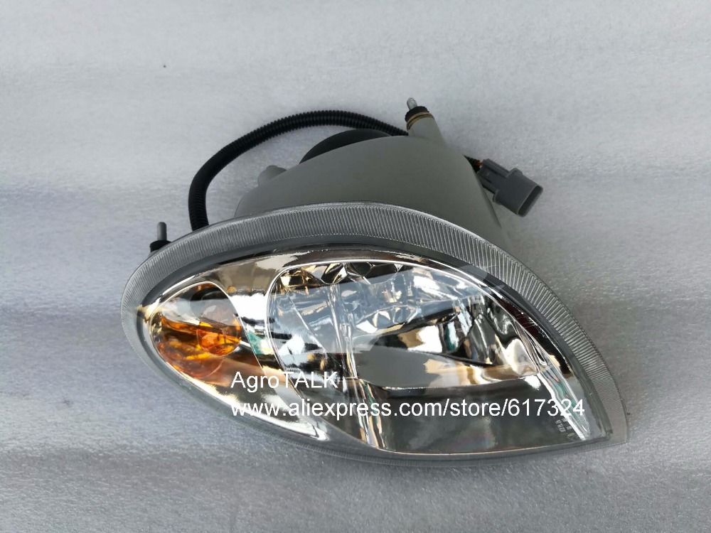 Yituo YTO X554-X904 tractor, the front head lights (left/ right is different), part number: SZ550.40.030A-1 or SZ550.48.031A-1 china yto 554 tractor parts the set of steering joints part number