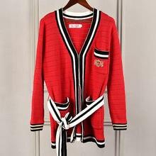 af13f422f 2018 Novo Inverno Camisola de Malha Mulheres de Luxo Pista Projeto do  Emblema bordado Bolsos Casual Malhas Jumper de Casaco Card.