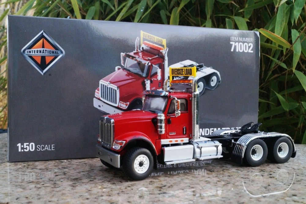 International 1/50 scale HX520 Red Tandem Tractor By Diecast