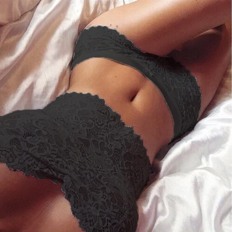 девушки в нижем белье на кровати