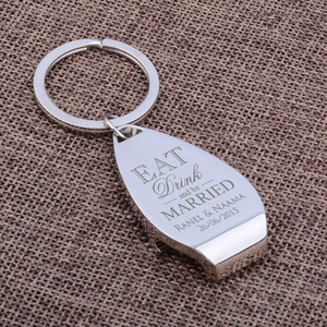 Image 2 - 50 개인 금속 열쇠 고리 키 체인 맥주 병 오프너의 팩 맞춤 된 결혼식 호의 새겨진 된 키 링 선물 손님