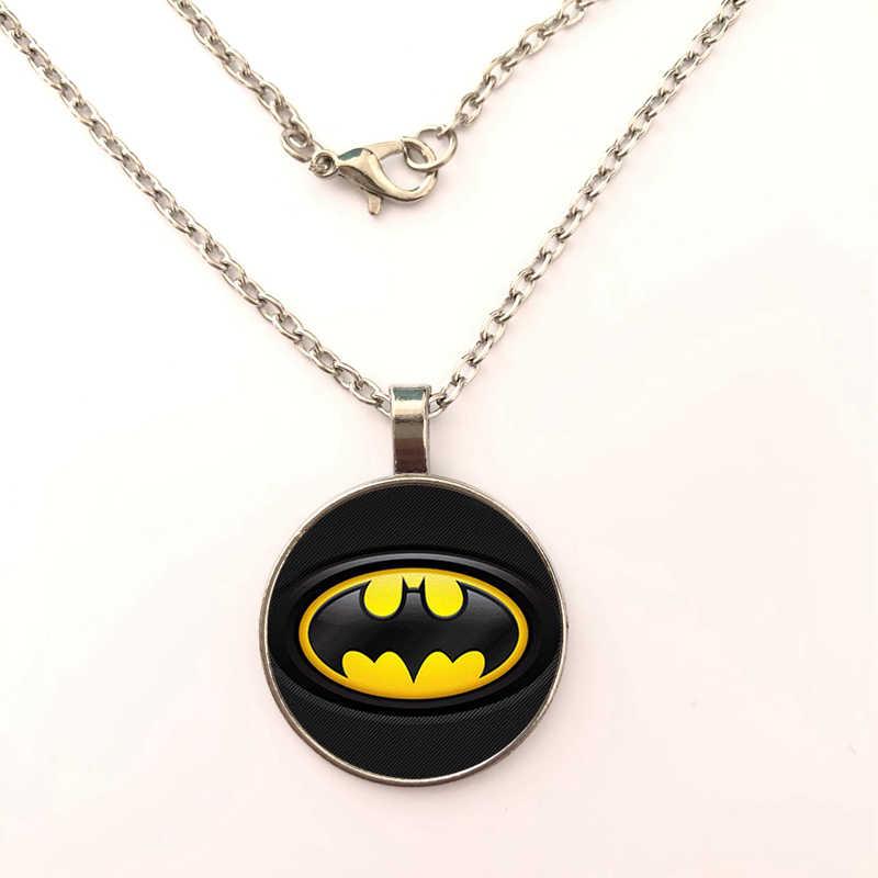 Hot! 2019 New Batman Superman Para Homens Três Cores Colar de Pingente De Vidro Redondo Collier Herói Pingente Charme Colar de Presente Da Jóia