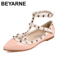 BEYARNE Yeni Moda Rahat Kadın Sivri Burun Perçin Düz Tabanlı Ayakkabılar Kadınlar Sevgililer Üzerinde Kayma Flats Şeker Renk Zapatos Mujer