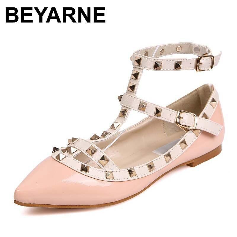 Beyarne nueva moda casual mujeres señalaron remache del dedo del pie zapatos de