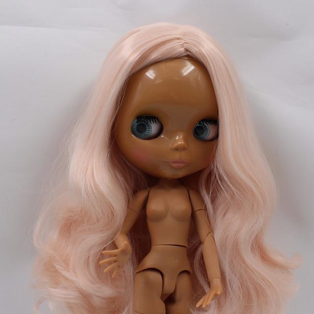 TBL Neo Blythe lutka ružičasta valovita kosa tamno obojena tijela