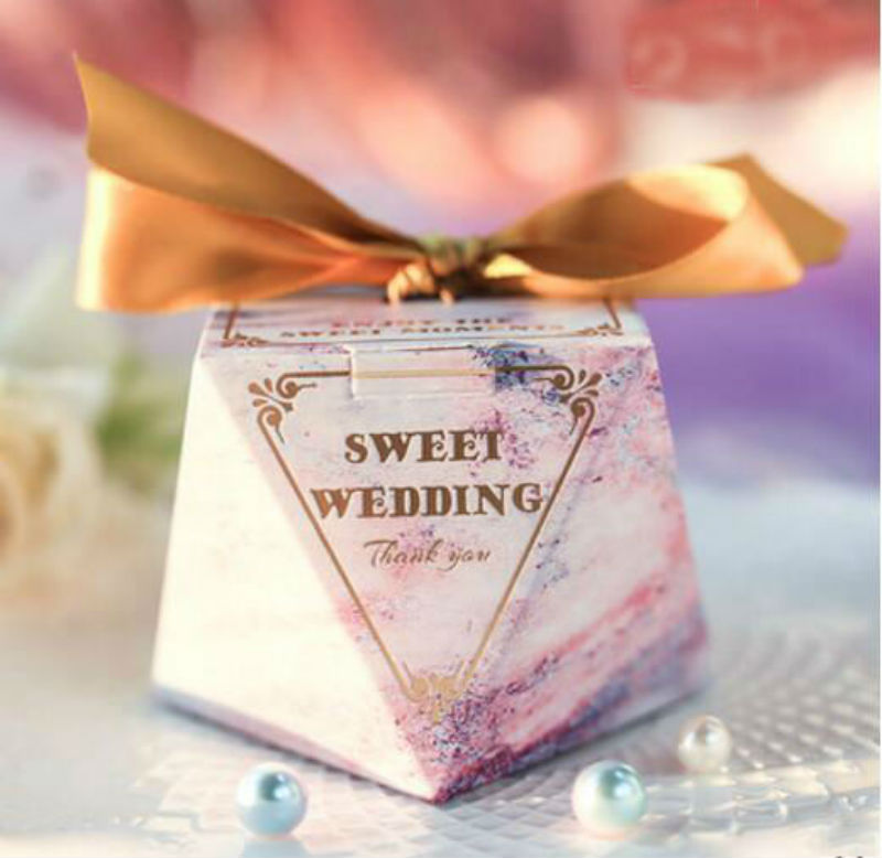 50pcs Creative Sweet Wedding Diamond Wedding Favors Candy Boxes