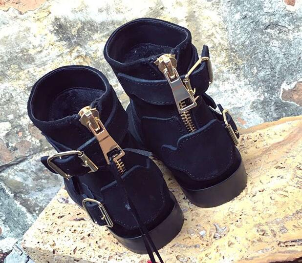 best service 7f62f 86be4 US $65.79 6% OFF|Kühle frau schwarz wildleder schnalle flache stiefel gold  kappe schwarz kurze stiefel frau ritter stiefeletten-in Knöchel-Boots aus  ...