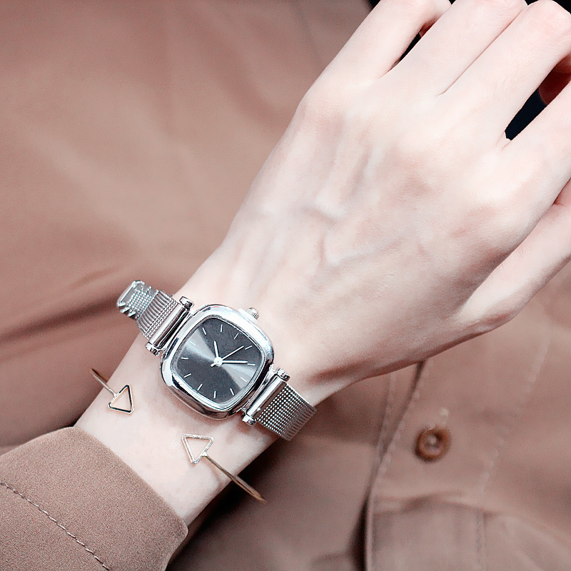 2019new Simple Retro Art Korean Version of The Small Fresh Sen Female Students Quartz Watch Girls Pin Buckle Alloy Leather Strap in Women 39 s Watches from Watches