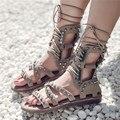 Suede Gladiador Sandalias Llenas Remaches Atan Para Arriba Botas de Pisos de Verano Roma Punk Estilo Casual Zapatos Planos Zapatos de Mujer Sandalias Mujer
