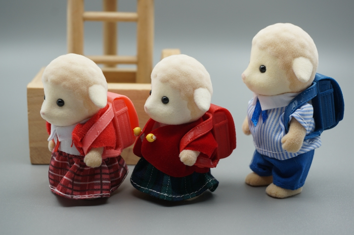 3 sheep brother and sister mini size Sylvanian Family  Figures Anime Cartoon figures,  Child  gift human capital and family size choice