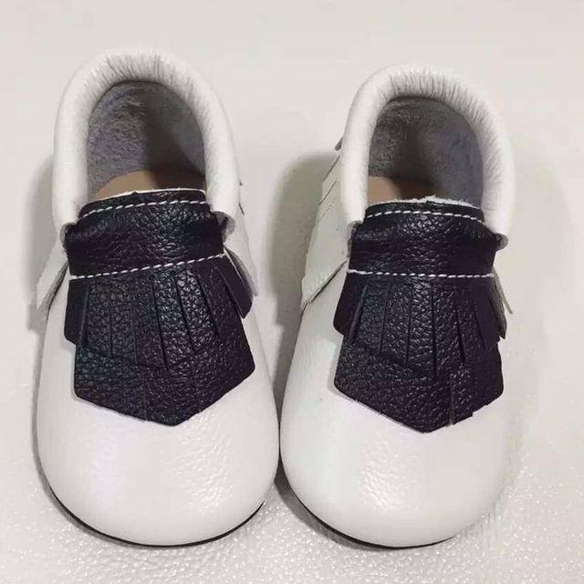 Venta caliente nuevo estilo de cuero genuino mocasines bebé double franja niño niños zapatos de los bebés primeros caminante suela de goma dura