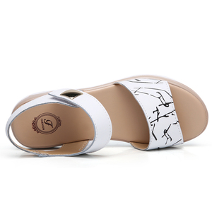 Image 4 - STQ 2020 여성 샌들 여름 정품 가죽 플랫 샌들 발목 스트랩 플랫 샌들 숙녀 흰색 엿봄 발가락 Flipflops 신발 1803