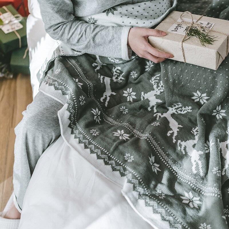 Теплое двустороннее рождественское вязаное одеяло рождественское покрывало с изображением оленя и снежинок акриловое моющееся покрывало для кровати, дивана - 4