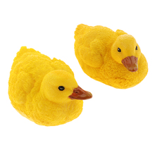 2pcs Charming Floating Resin Little Duck Figurine Pond Water Supply Home Craft Garden Decor DIY Accessory