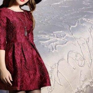 Image 2 - 3D Ouro Brilhante Jacquard Brocado Tecido para Vestido de Noiva, Diy Africano Tecidos De Costura Elástica, Vestido de Materiais De Costura Tecidos