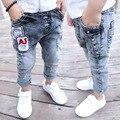 Meninos calças jeans rasgado calças jeans para crianças meninos brancos apliques moda causal do menino da criança roupa dos miúdos roupa das crianças