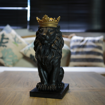 Domineering black lion king exquisite statue African wild The lion with the crown home furnishings