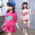 Chegam novas crianças de algodão Meninas Conjuntos de Roupas de Manga Longa Rosa Floral T Camisa e saia Da Menina roupas 3 cores