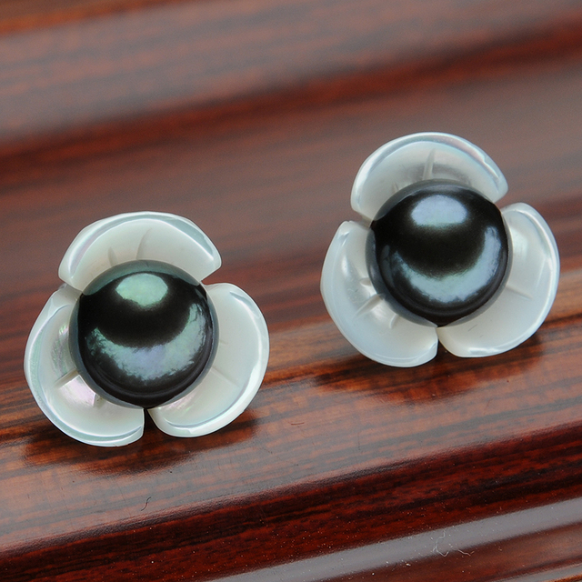 Women Black Pearl Stud Earrings