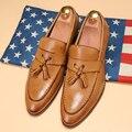 2016 hombres de Nueva Inglaterra zapatos de dedo del pie acentuado California Otoño zapatos de plataforma de cuero suave zapatos de Los Hombres de La Borla visten El Envío Libre