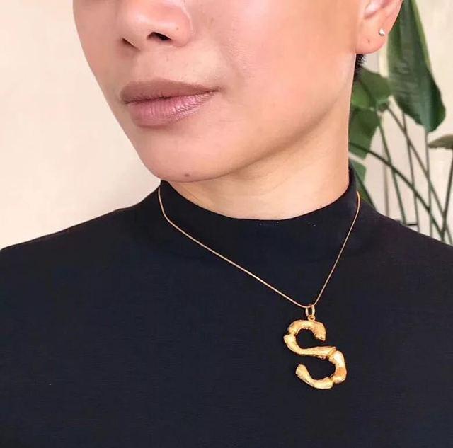2018 Новое поступление Роскошные преувеличены Металлические буквы ожерелье Мода темперамент Lava Алфавит ожерелье 278