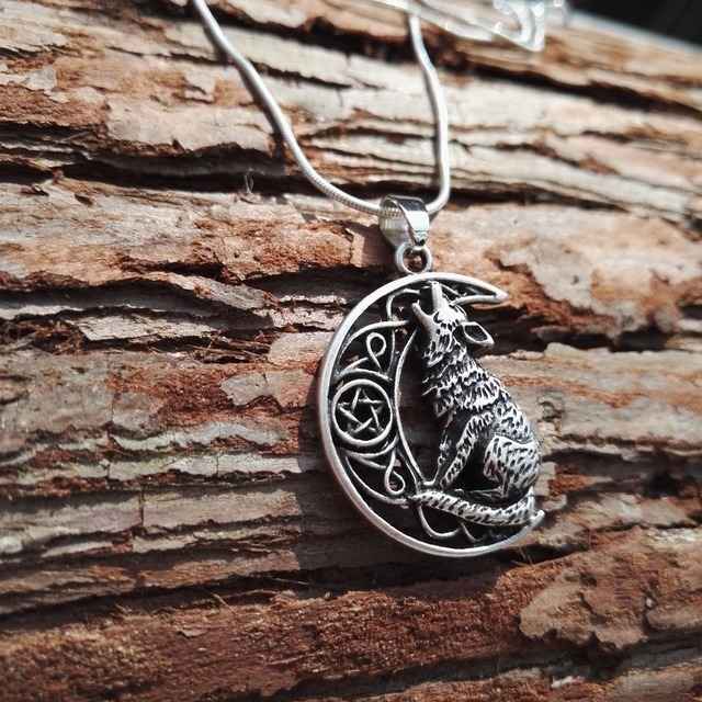 10pcsnew arrival hot sell Fashion Unisex Moon Howling Wolf Pendant men necklace with 60cm snake chain