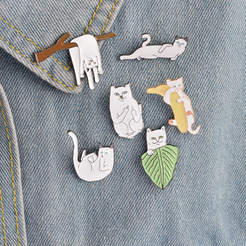 6 pcs / set Putih Kucing pada Daun Cabang Pisang Bros Pins Kartun - Perhiasan fashion