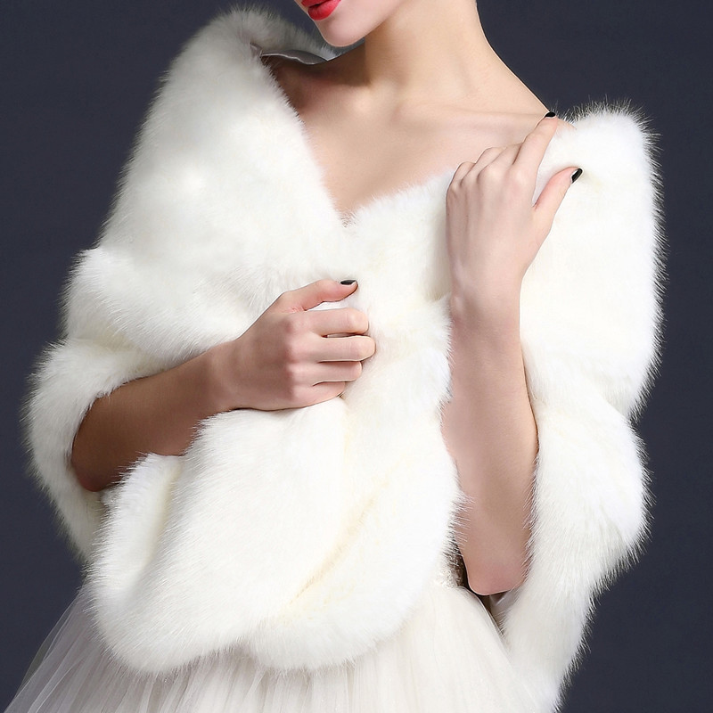 New Autumn Winter Faux Fur Coats Luxury Fox Fur Imitation Faux Fur Poncho Bridal Wedding Dress Shawl Capes Women Vest Coat Mw345