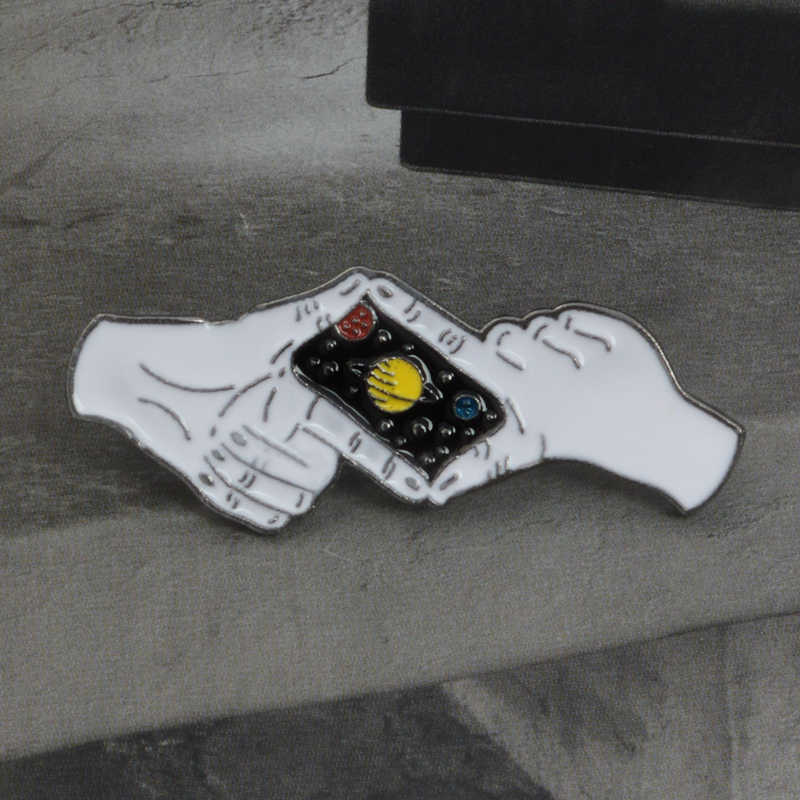 Gesto de fotografar Noite Céu Planeta Pin Broches Pinos Esmalte Duro Emblemas Broches para Mulheres Dos Homens Presente do Amante Da Planta