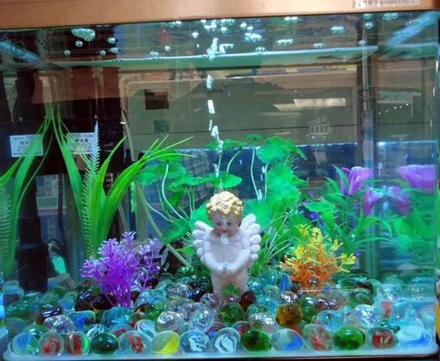 Small angel boy fish tank toy aquarium decoration driven by air pump oxygen pump urinate bubble boy