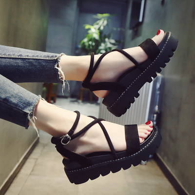 2018 summer new Korean cross strap wild flat bottom student platform shoes thick female Roman sandals стоимость
