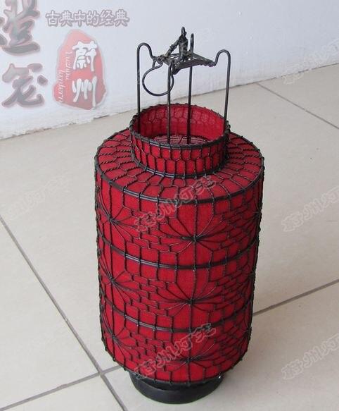 Classical barrel lights, wire braiding, handicrafts, antique lanterns.Handmade wrought iron lantern