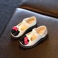 Zapatos de los niños Nuevo Otoño del Resorte Del Arco de Cuero Zapatos de La Princesa Niñas Solos Zapatos de Dibujos Animados de Moda Mocasines antideslizantes Zapatos