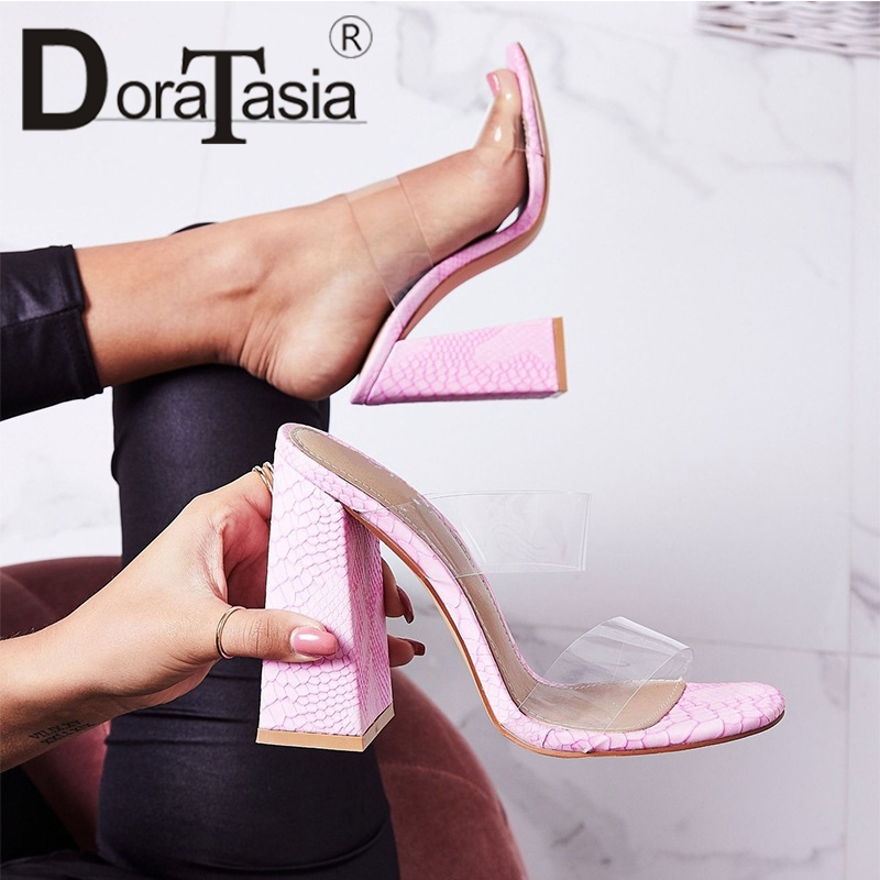 DORATASIA New INS Hot Sexy Fretwork Mules Women 2019 Summer Large Size 35-42 Transparent High Heels Slipper Women Shoes WomanDORATASIA New INS Hot Sexy Fretwork Mules Women 2019 Summer Large Size 35-42 Transparent High Heels Slipper Women Shoes Woman