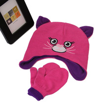 t ear modeling knit cap with gloves