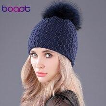 [Boapt] ふわふわ本物のアライグマの毛皮ポンポン帽子女性のためのダブルデッキウールニット冬の帽子厚い女性 skullies ビーニーキャップ
