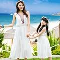 Лето Семья Одежда Соответствия Мама И Дочь Платье Богемный Белое Платье Праздник Семьи Соответствующие Наряды Причинно Пляж Платье