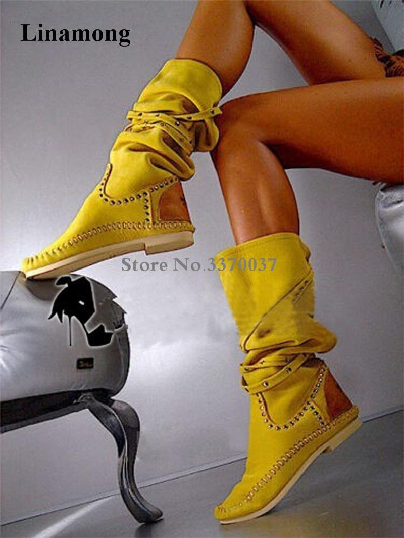 Для женщин Лидер продаж, желтый замша кожа круглый носок, с заклепками, сапоги на плоской подошве до колена; острый носок, высокий Удобная обувь; зимние сапоги