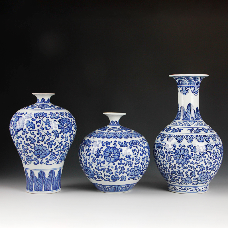 Classic Traditional Chinese Blue and White Porcelain Vase Jingdezhen Antique Home Decoration Hand Painted Ceramic Flower VaseClassic Traditional Chinese Blue and White Porcelain Vase Jingdezhen Antique Home Decoration Hand Painted Ceramic Flower Vase