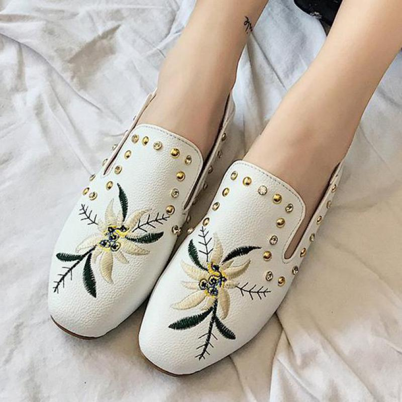 2018 Embroidered Fashion Women Flat Shoes Ballerina Flats Loafers Casual Comfortable Rivet Hot Sale New Lazy Flats Driving Shoes women s shoes 2017 summer new fashion footwear women s air network flat shoes breathable comfortable casual shoes jdt103