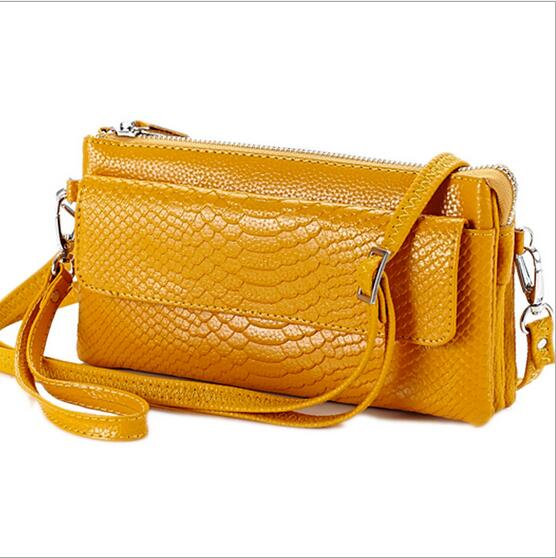 One shoulder inclined shoulder bag Ms serpentine hand bag Leather worn across multiple packets Fashion hand