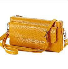 Schulter geneigten schulterbeutel MS serpentinenhandtasche Leder getragen über mehrere pakete Mode hand gefangen