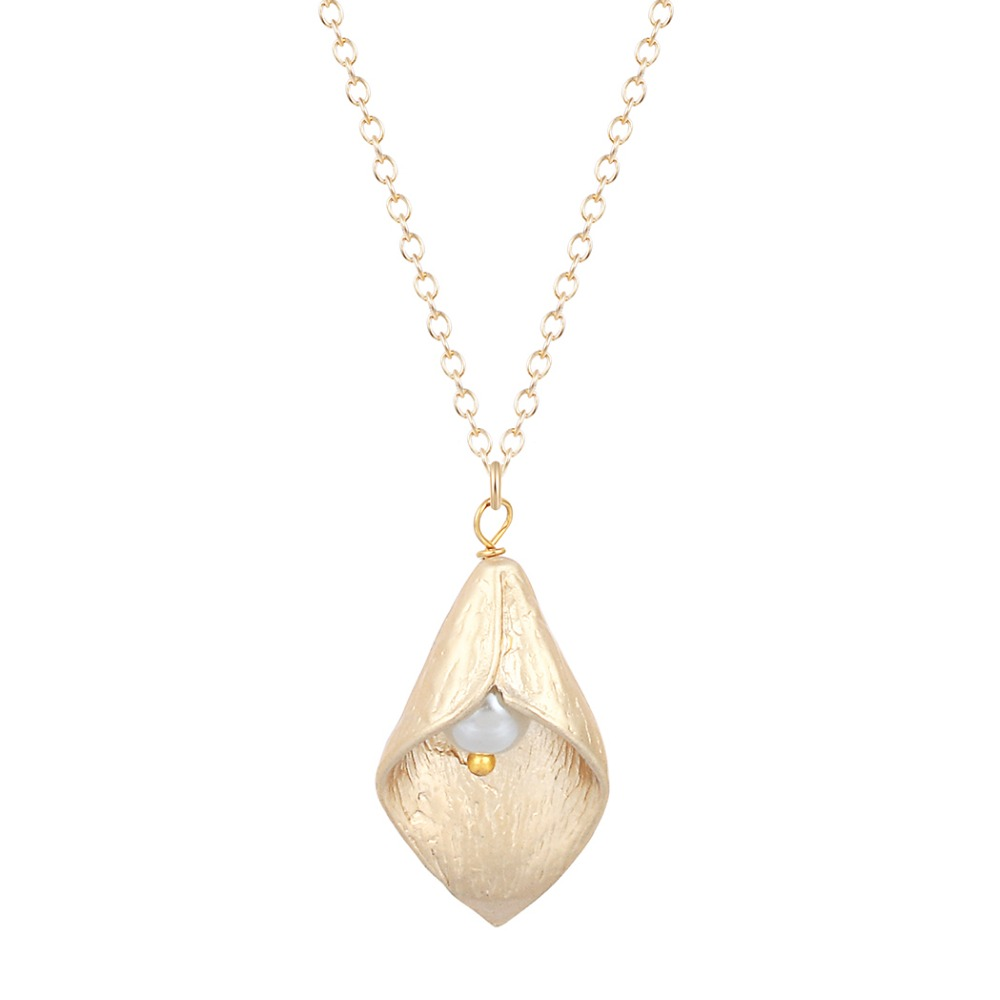 New Style Beautiful Calla Lily with Simulated Pearl Leaf Initial Necklace Gift for Girls Fashion Jewelry